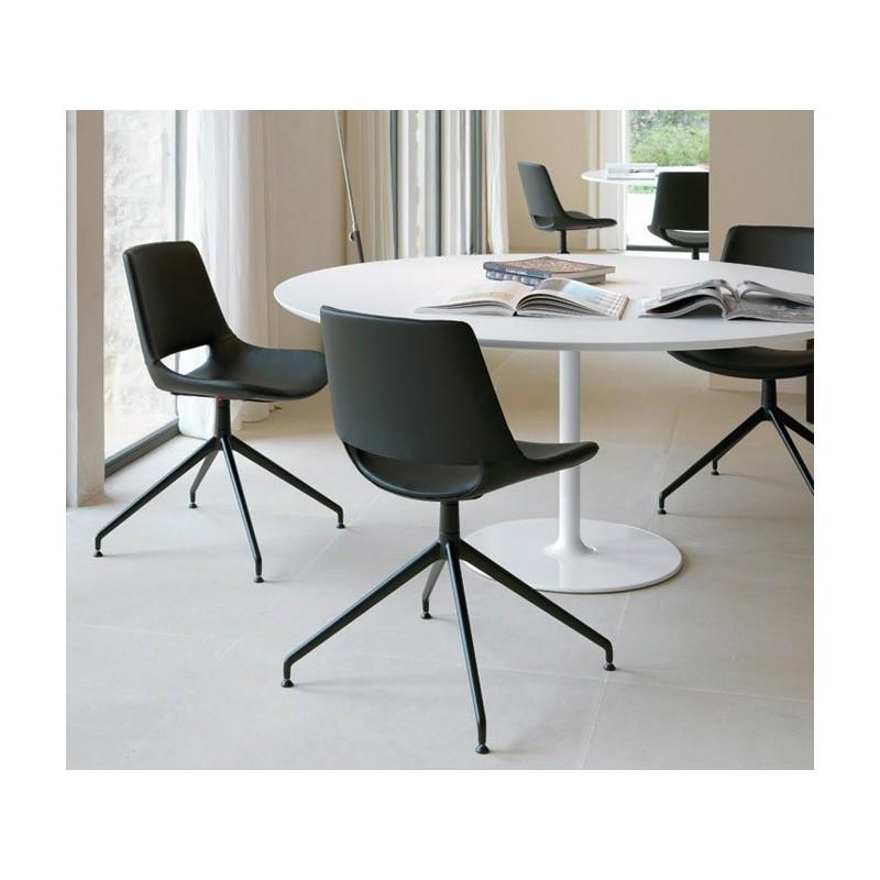 Dizzie moderno tavolo con base ovale di Arper per ufficio e negozi